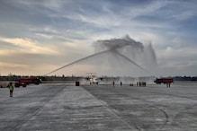 PHOTOS: देखिए ऋषिकेश के जॉली ग्रांट एयरपोर्ट पर पहुंची फ़्लाइट को वाटर कैनन की सलामी