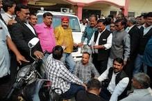 दिल्ली के बाद अब प्रतापगढ़ में भड़के वकील, अपशब्द कहने पर SDM को बनाया बंधक