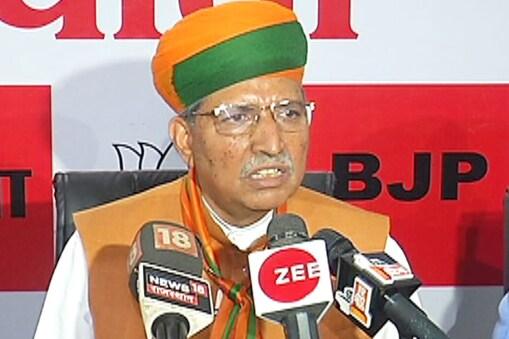 अर्जुन राम मेघवाल ने महाराष्ट्र और हरियाणा में बनी गठबंधन की सरकार पर कहा कि दोनों की परिस्थितियां अलग-अलग हैं.
