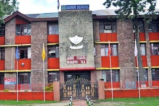 हिमाचल के हमीरपुर में है सैनिक स्कूल.
