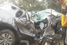 रफ्तार का कहर: अनियंत्रित होकर कार पेड़ से टकराई, दो की मौत