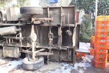 यमुनानगर में दूध से भरा ट्रक पलटा, बाल-बाल बचा ड्राइवर