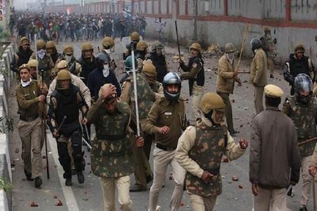 सीलमपुर-जाफराबाद हिंसा : दिल्ली पुलिस ने बताया-जैसे ही विधायक गए, पत्थरबाजी शुरू हो गई