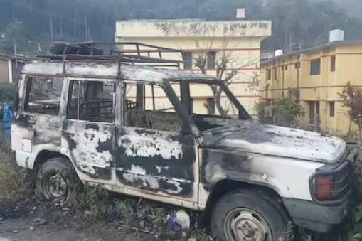 आग लगने के चलते पूरी तरह से जली गाड़ी जिसमें शांति बैठी थी.