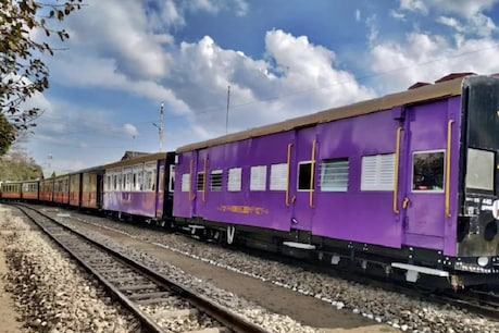 क्रिसमस स्पेशल: देश की पहली विस्टाडोम ट्रेन कालका से शिमला के लिए रवाना, यात्रियों में दिखा भारी उत्साह