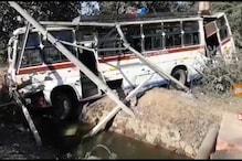 झांसी में अनियंत्रित बस नहर में पलटी, 25 यात्री थे सवार, कई को गंभीर चोट