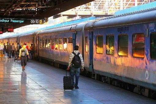 रेलवे भी कर रहा बैन की तैयारी