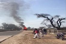 शॉर्ट सर्किट के चलते लगी ट्रक में लगी आग, पूरी तरह नष्ट हो गया वाहन