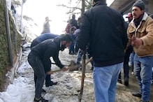 शिमला में बर्फबारी पर सियासत, युवा कांग्रेस ने शुरू किया 'बर्फ हटाओ अभियान'