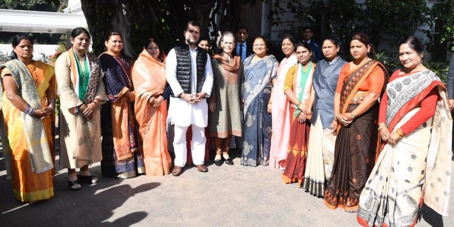 आठ मार्च को महिला दिवस के मौके पर सोनिया गांधी को रायपुर आने का न्यौतासीएम भूपेश बघेल ने दिया गया है.