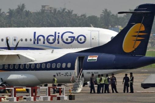 इंडिगो के विमान में बम रखे होने की झूठी कॉल की गई थी.