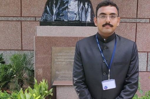 IAS बनने में अंग्रेजी बनी परेशानी तो हिंदी में इंटरव्यू देकर गाड़े सफलता के झंडे.