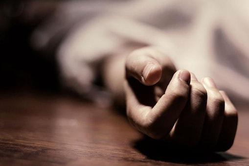 महिला कांस्टेबल ने दारोगा की  सर्विस पिस्टल से खुद को गोली मारकर आत्महत्या कर ली (सांकेतिक तस्वीर)