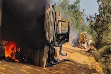 सुकमा में नक्सलियों ने सड़क निर्माण में लगी 4 गाड़ियों को जलाया
