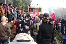 भारत बंद: कर्नाटक में बस में तोड़फोड़, बंगाल में ट्रेनें थमीं, देखें तस्वीरें