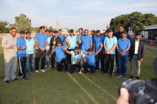 आईपीएस ऑफिसर्स मीट में पुलिस अफसरों ने खेला मैत्री क्रिकेट मैच