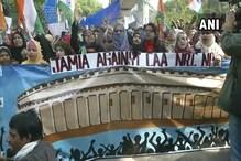 CAA के खिलाफ जामिया से प्रोटेस्ट मार्च, शरजील के समर्थन में दिखीं तख्तियां