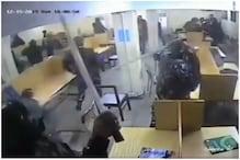 छात्रों पर डंडे बरसाती दिखी पुलिस, Video से जामिया Univ. का किनारा