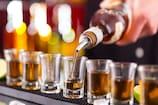 Lockdown में शराब की होम डिलीवरी करने का आरोपी रिटायर्ड पुलिसकर्मी गिरफ्तार