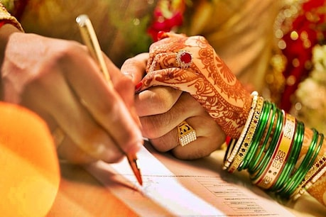 शादी के 7 दिन बाद पति को कमरे में बंद कर भागी नवेली दुल्हन ने प्रेमी से रचाई शादी