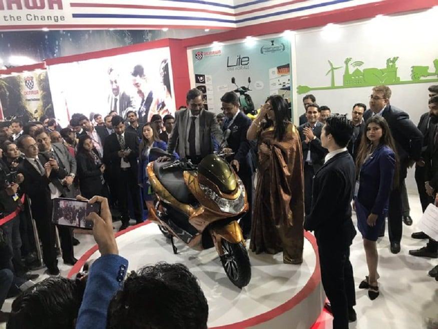 ऑटो एक्सपो 2020 में Okinawa ने अपना इलेक्ट्रिक स्कूटर पेश किया.