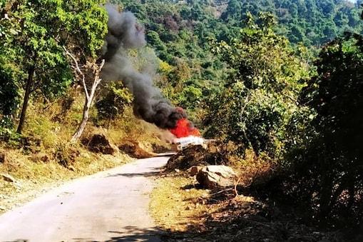हिमाचल के ज्वालामुखी में कार में लगी आग.
