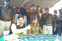 धनबाद रेलवे स्टेशन पर हथियार से भरे बैग के साथ एक व्यक्ति गिरफ्तार