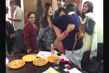 सीएम अरविंद केजरीवाल और उनकी पत्नी ऐसे बदल रहे हैं नेताओं की कद्दावर वाली छवि