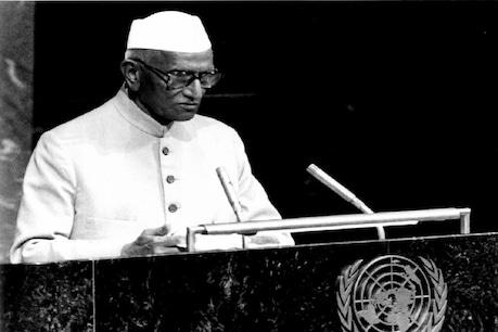 मोरारजी ने क्यों कहा था- एक दिन देश को महात्मा गांधी की खादी पर आना ही पड़ेगा