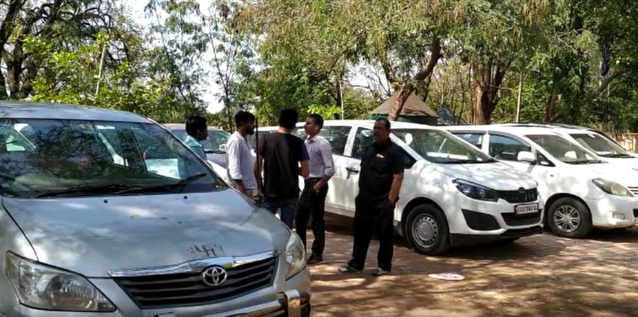 chhattisgarh news, raipur news, IT raid news, IT raid in raipur, Big IT Raid in chhattisgarh, raipur police seized IT vehicles, IT vehicles seized by chhattisgarh police, bjp, congress, cm bhupesh baghel, छत्तीसगढ़ न्यूज, रायपुर न्यूज, बीजेपी, कांग्रेस, आईटी रेड, रायपुर में आईटी रेड, आईटी रेड न्यूज, छत्तीसगढ़ में आयकर विभाग का छापा, रायपुर पुलिस ने आयक विभाग की गाड़ी की जब्त, छत्तीसगढ़ पुलिस ने जब्त की आईटी की गाड़ी, आईटी विभाग की गाड़ी जब्त