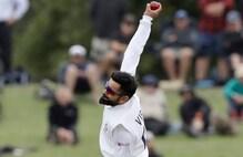 कोहली ने की गेंदबाजी, बल्लेबाजों ने किया ऐसा हाल कि हंसने लगे बुमराह