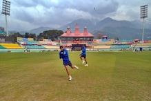 PHOTOS: धर्मशाला वन-डे: कोहली समेत टीम इंडिया के खिलाड़ियों ने बहाया पसीना, चहल ने भी थामा बल्ला