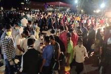 COVID-19: राजस्थान-गुजरात बॉर्डर पर लगी भीड़, एक ही रात में पहुंचे 10 हजार लोग