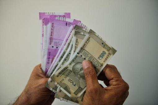 सरकार ने प्रधानमंत्री गरीब कल्याण योजना के तहत लाभार्थियों के खाते में पैसे ट्रांसफर किए
