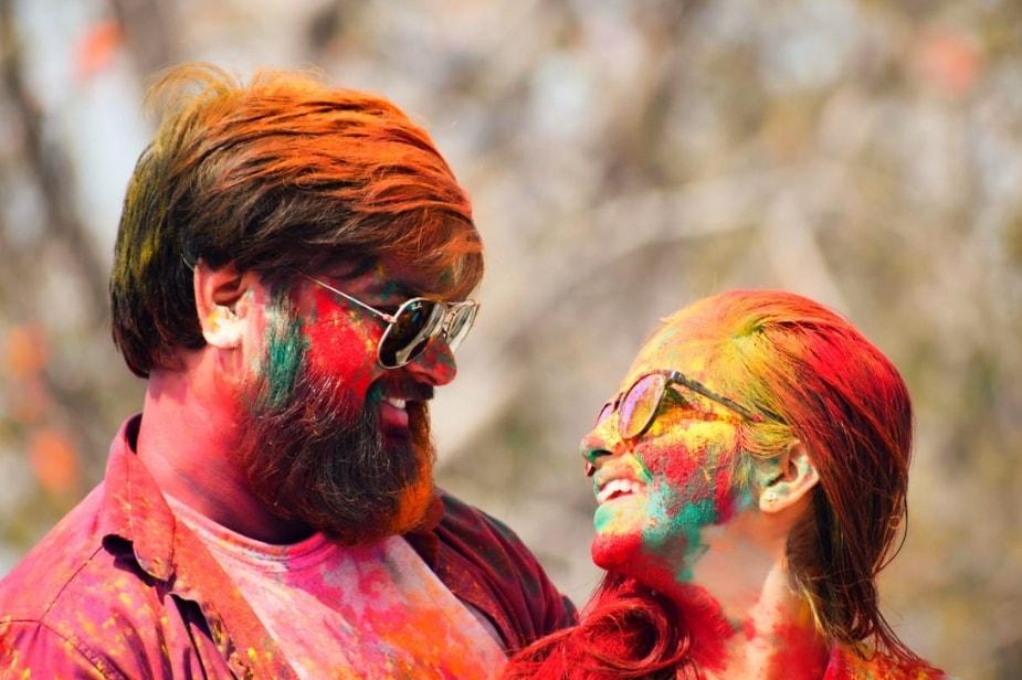 होली के मौके पर न्यूज18 से बातचीत में साक्षी मिश्रा ने बताया कि शादी के बाद पहली बार होली का त्योहार एक साथ मना रहे हैं. हम लोग दोनों बहुत खुश है.