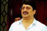 बाहुबली विधायक 'राजा भैया' की टीम ने COVID-19 से लड़ाई के लिए दिया 75 लाख रुपया