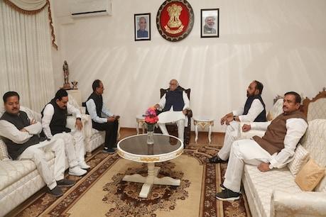 BJP ने राज्यपाल के सामने कराई 106 विधायकों की परेड, कमलनाथ बोले- अविश्वास प्रस्ताव क्यों नहीं लाते?