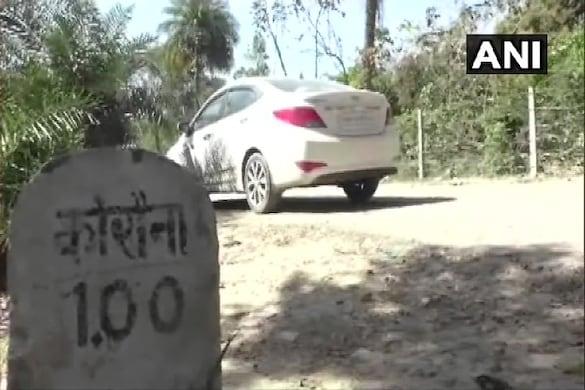 इस बीमारी ने यूपी के सीतापुर जिले के एक गांव के लोगों की परेशानी काफी बढ़ा दी है. (फोटो साभार: ANI)