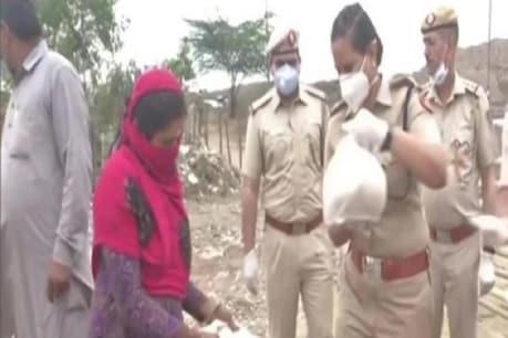दिल्ली पुलिस ने लॉकडाउन के दौरान खिलाया खाना, मेट्रो कर्मचारी देंगे 1 दिन का वेतन