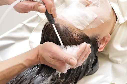 लहसुन के तेल की मालिश से सिर का ब्लड सर्कुलेशन बढ़ता है जिससे बालों की जड़ें मजबूत बनती हैं और बालों की ग्रोथ जमकर होती है.