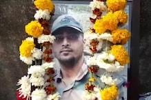 कश्मीर में पालतू कुत्ते को बचाने में गई मेजर की जान, झांसी में अंतिम संस्कार