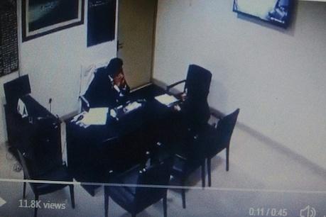 PAK: अस्पताल में डॉक्टर ने की महिला के साथ शर्मनाक हरकत, वीडियो वायरल