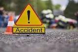 NH 9 पर ट्रक से टकराई कार, पिता की अस्थियां लेकर जा रहे बेटे समेत 3 की मौत