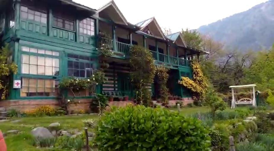 मनाली के इसी होटल में जिंदादिल फिल्म की शूटिंग हुई थी.