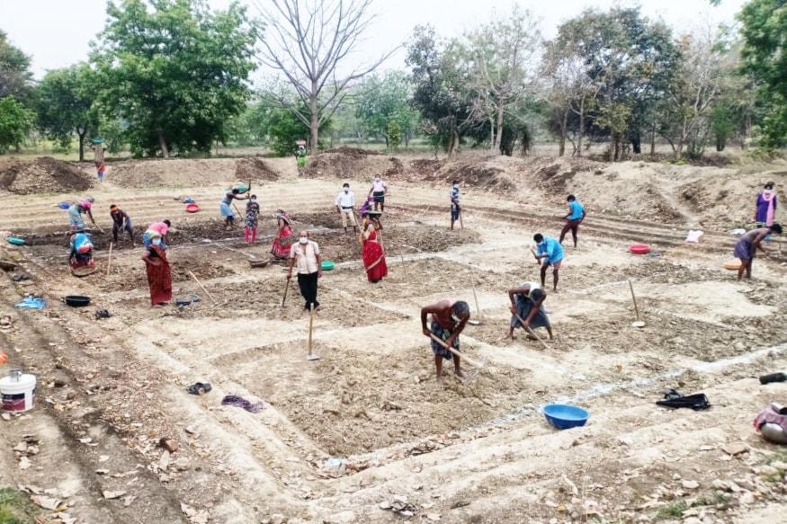 Eligibility for MGNREGA Scheme, What is MGNREGA, rural economy, Benefits of for MGNREGA, Employment Guarantee Days in MGNREGA, modi government scheme, Job Card, coronavirus lockdown, covid-19, मनरेगा योजना के लिए पात्रता, ग्रामीण अर्थव्यवस्था, मनरेगा के लाभ, मनरेगा में 100 दिन की रोजगार गारंटी, मोदी सरकार की योजना, जॉब कार्ड, कोरोना वायरस लॉकडाउन, कोविड-19