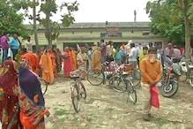 Lockdown:  मुजफ्फरपुर में बांटा गया सड़ा अनाज, BDO कार्यालय का किया घेराव