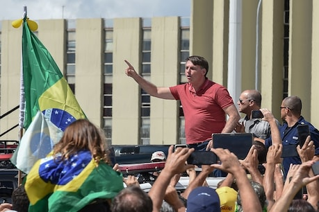 कोरोना: 2500 मौतों के बावजूद, सोशल डिस्टेंसिंग के खिलाफ सड़क पर उतरे ब्राजीली प्रेजिडेंट