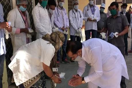 COVID-19: जानिए क्यों, सवाई माधोपुर के सांसद जौनापुरिया ने डॉक्टरों के छुए पैर