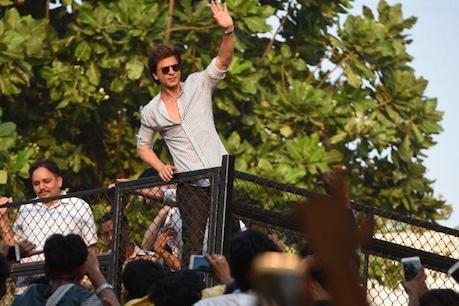 शाहरुख खान से प्रभावित होकर Coronavirus से जंग में मदद के लिए आगे आया फैन, दिए इतने लाख रुपए