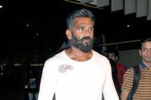 लॉकडाउनः सुनील शेट्टी ने समोसे का किया कबाड़ा, लोगों पूछा- कोयले पर भूने थे?